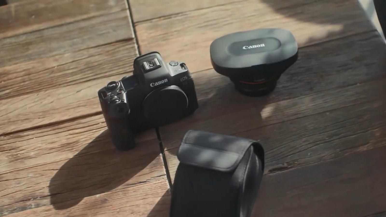 Objektiv Canon duální rybí oko 5,2 mm f/2,8. Foto 18
